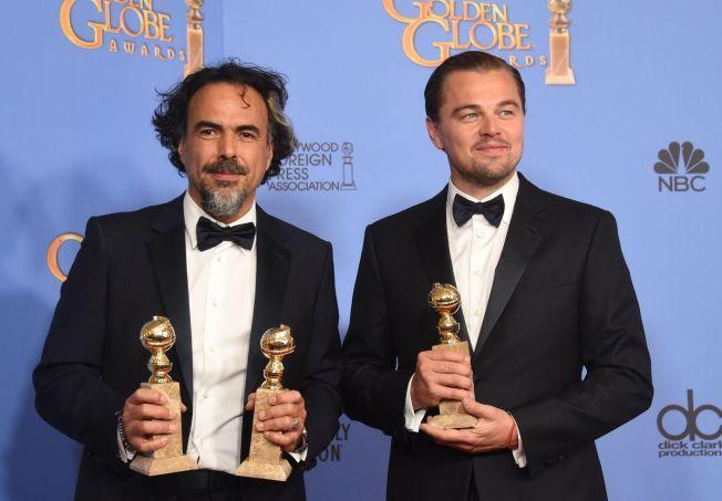 KAN VINNE IGJEN: «The Revenant»-regissør Alejandro González Iñárritu og Leonardo DiCaprio med Golden Globe-trofeene de vant for få dager siden.