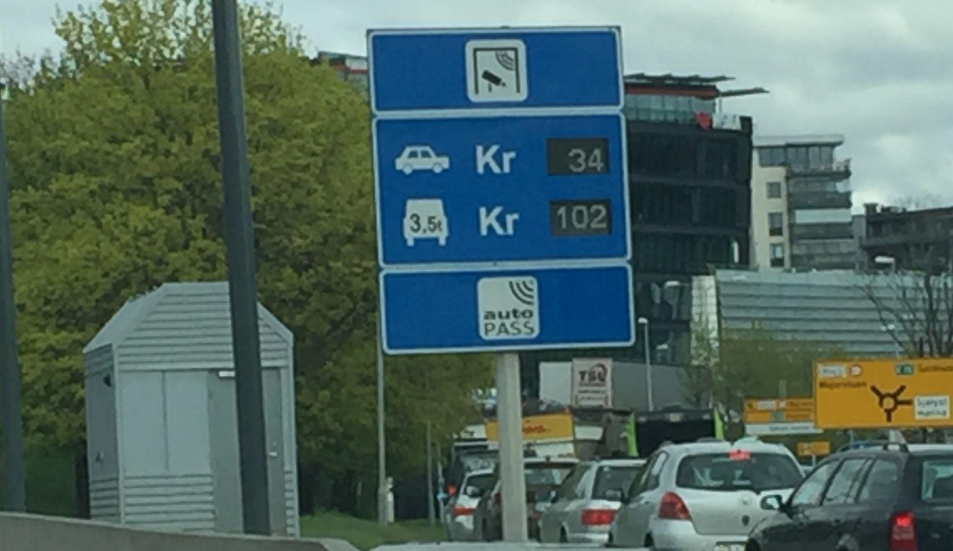 DAGENS BOMPRIS: I dag må det betales i bomringen kun inn til Oslo - som her ved Skøyen.