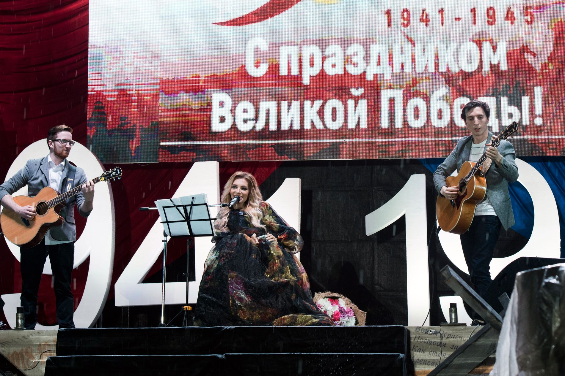 """SEIERSDAGEN: I Sevastopol fremførte Julija Samojlova den sangen hun skulle deltatt med i Eurovision i Kiev, i tillegg til den patriotiske sangen """" Seiersdagen"""". FOTO: AP"""