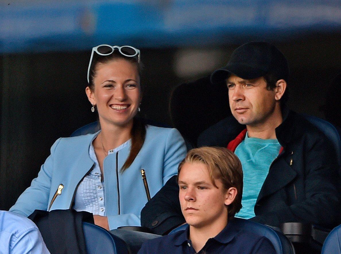 PÅ TRIBUNEN: Ole Einar Bjørndalen og Darja Domratsjeva var blant tilskuerne da Vålerenga spilte mot Real Madrid på Ullevaal i september i fjor.