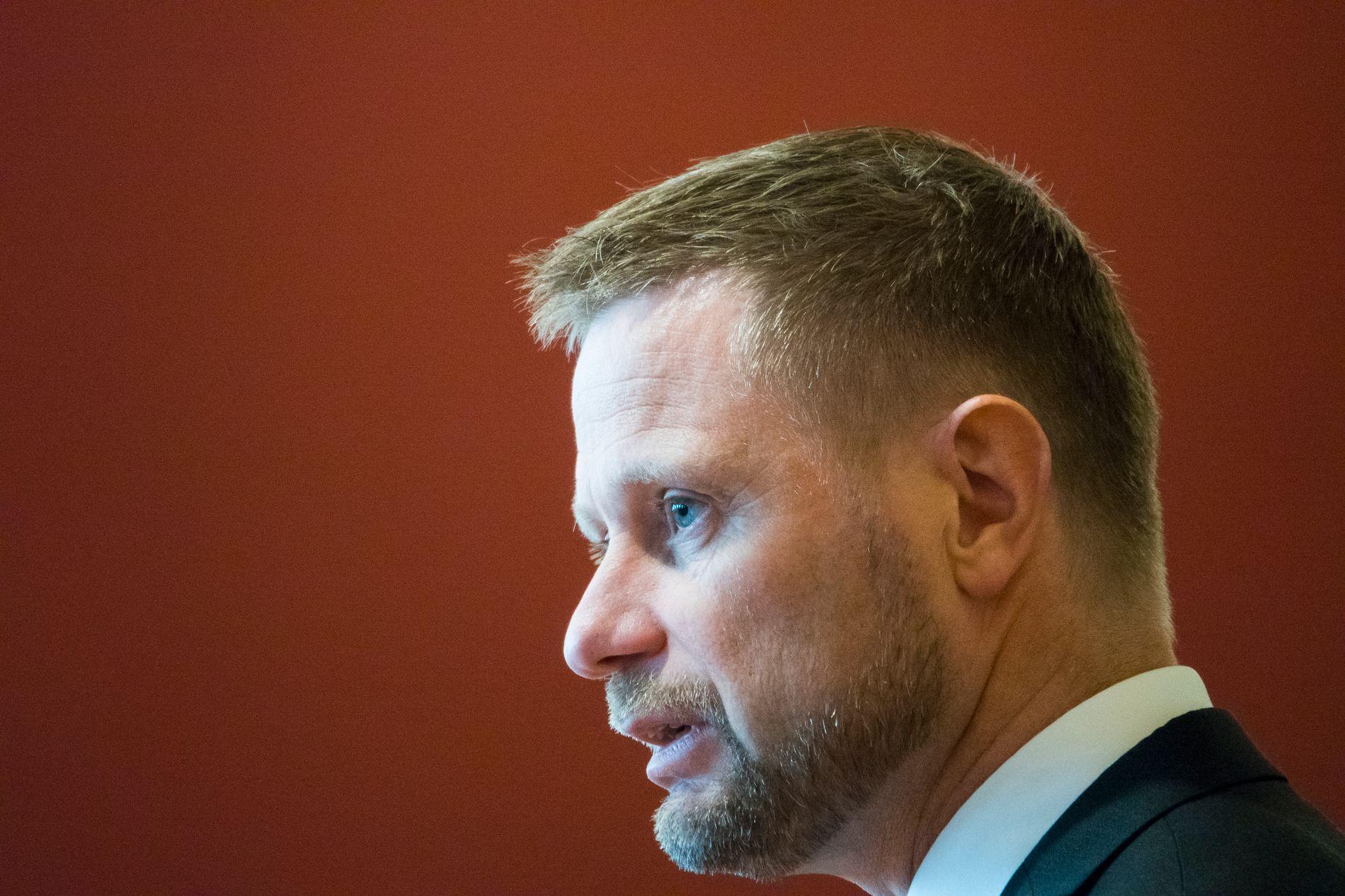 KVINNERS RETT SVEKKES IKKE: Helseminister Bent Høie (H) var tydelig i Stortinget på at kvinners rettigheter ikke vil svekkes.