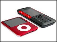 5310 Xpress music er ikke veldig mye større enn en iPod Nano.