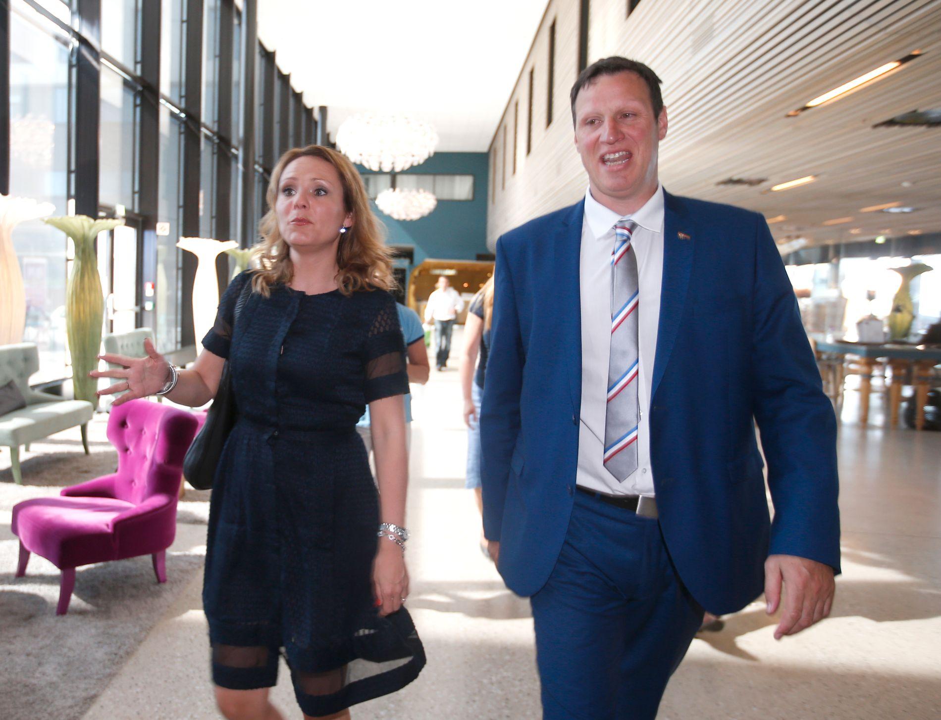 ANSTRENGT: Forholdet mellom kulturminister Linda Hofstad Helleland og idrettspresident Tom Tvedt har vært anspent over tid. Hvordan blir forholdet mellom politikk og idrett dersom Ap overtar nøklene til departementet?