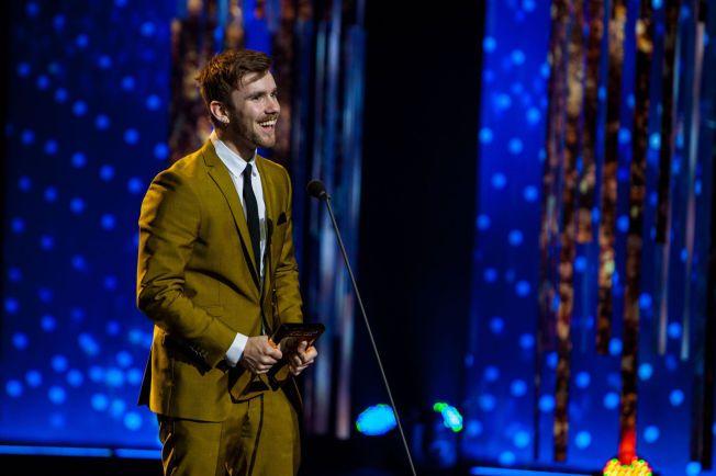 GJEV PRIS: For to år siden vant Stian Blipp «Publikumsprisen», og i år kan du bli den heldige som får gå på scenen og dele ut prisen til TV-personligheten som folket har stemt frem.