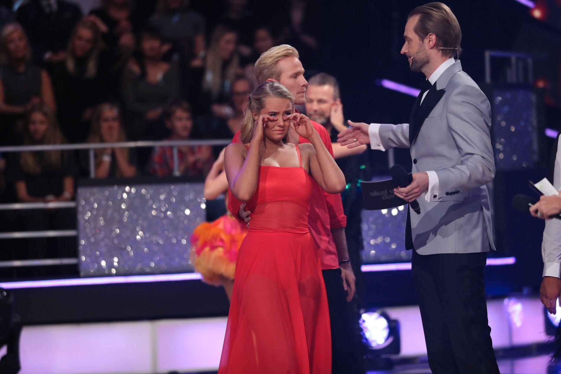 GRÅT PÅ TV: Martine Lunde synes ikke det var spesielt gøy å møte sin egen kjæreste til danseduell.