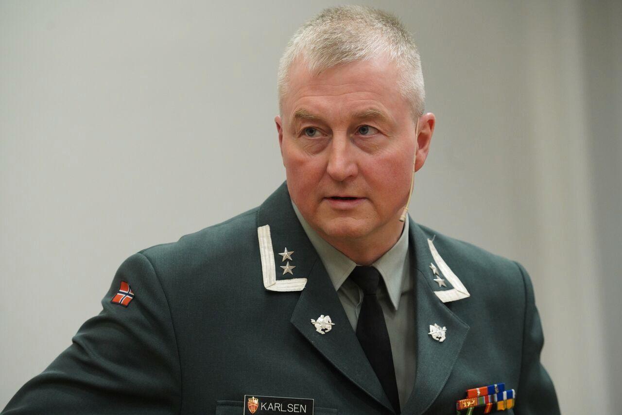 SOSIALE MEDIER: Oberstløytnant Geir Hågen Karlsen ved Forsvarets høgskole tror at Russland heller vil forsøke å påvirke EU-valget gjennom sosiale medier enn ved hacking.