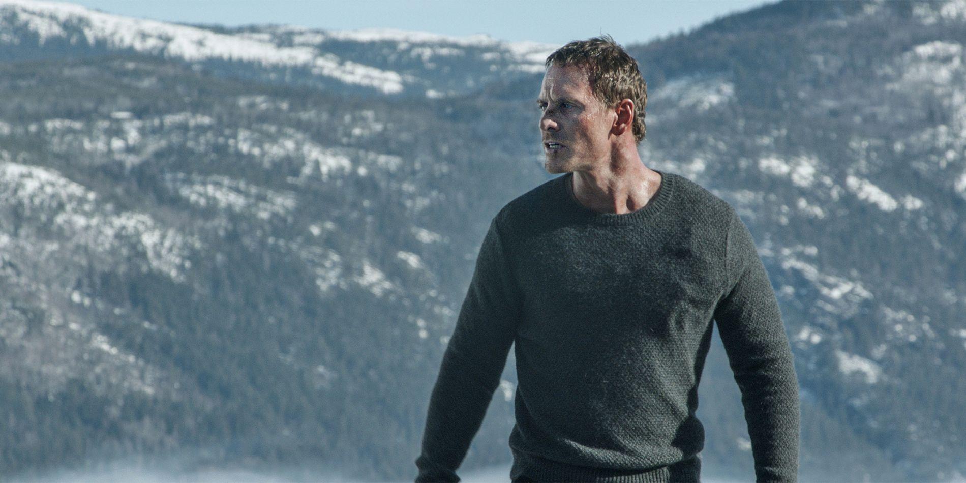 PÅ HØYFJELLET: Det mangler ikke på spektakulær norsk natur i «Snømannen».  Her er Michael Fassbender en sjelden gang uten sin grønne Harry Hole-jakke.