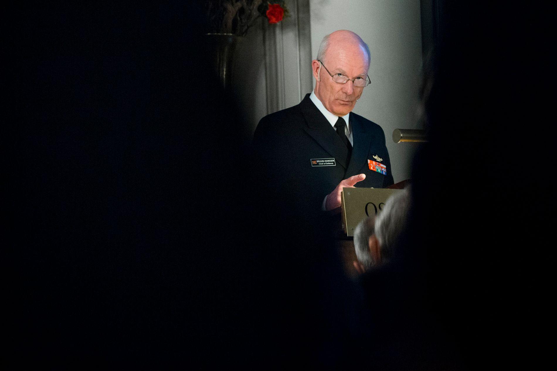 POLITIET BESTEMMER: Forsvarssjef Haakon Bruun-Hanssen holdt sin årlige statusoppdatering i Oslo Militære Samfund mandag kveld.