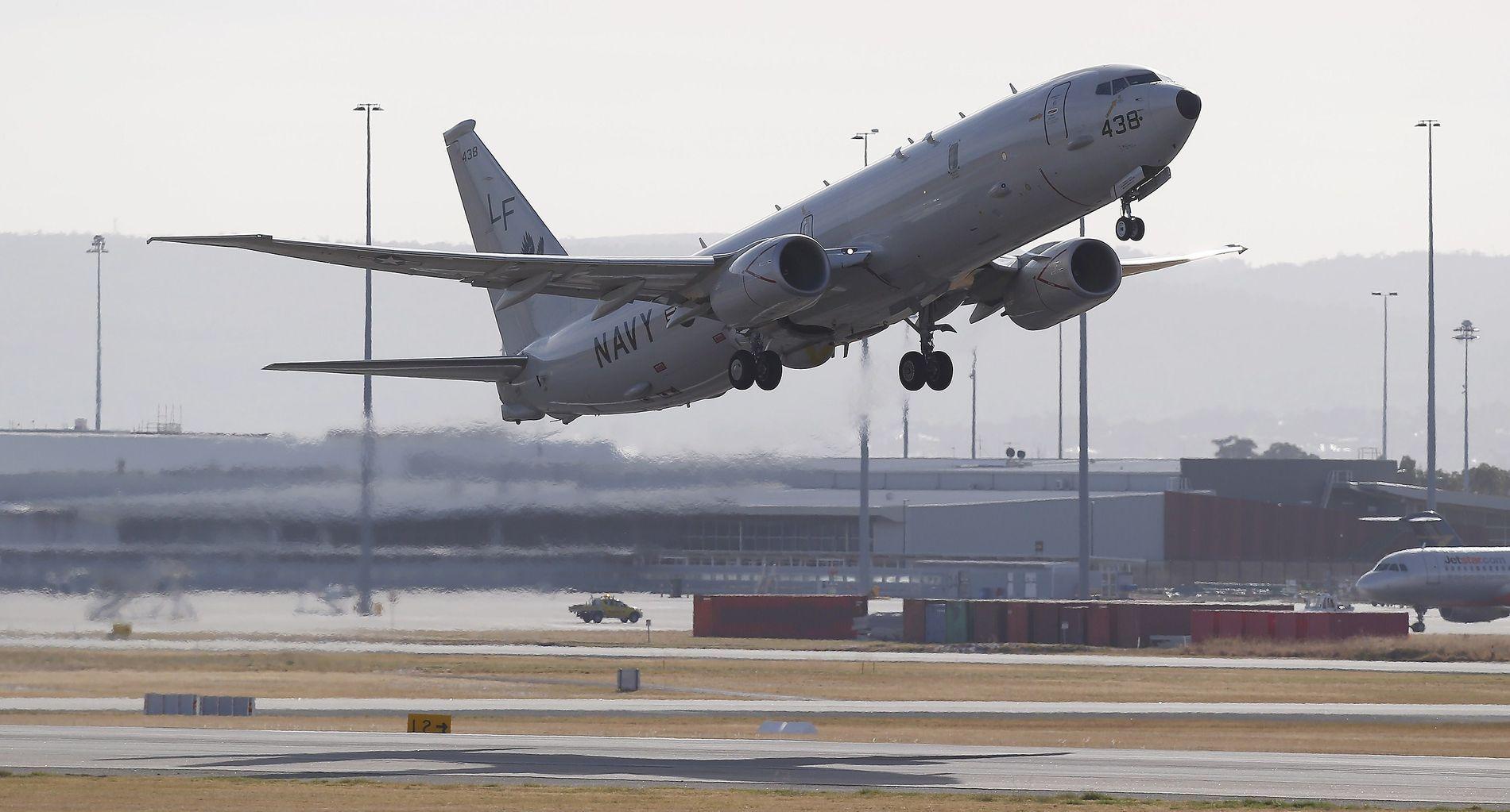 FEM SLIKE: USAs marine har hatt P8 Poseidon maritime overvåkningsfly i aktiv tjeneste siden 2013. Nå vil regjeringen hurtiganskaffe samme flytype. Her tar et amerikansk fly av fra en base i Australia i 2014.