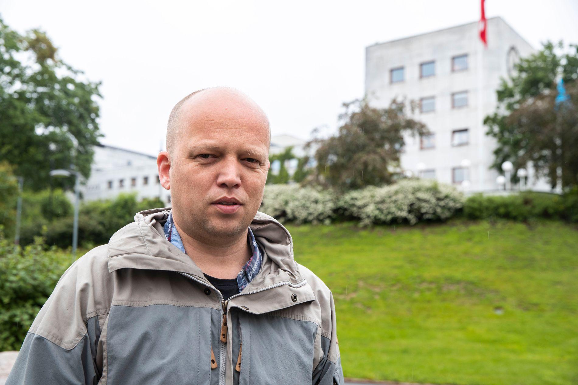 «HISTORIELØST»: Sp-leder Trygve Slagsvold Vedum sier det er historieløst av NRK å flytte fra de unike bygningene i bakgrunnen, på Marienlyst i Oslo.