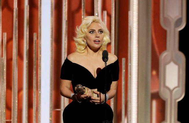 RØRT VINNER: Lady Gaga var tydelig rørt under takketalen da hun vant for «American Horror Story: Hotel».