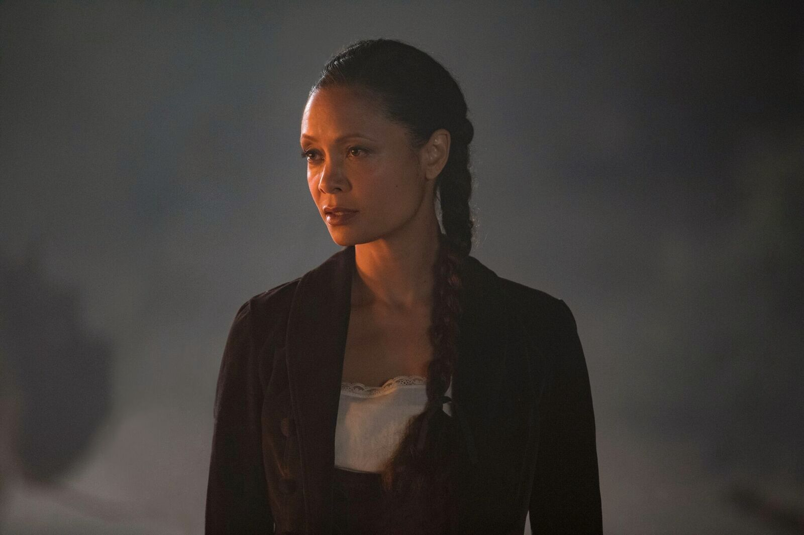 LETER FORGJEVES: Maeve (Thandie Newton) leter etter fortsatt etter datteren, som hun ikke finner.