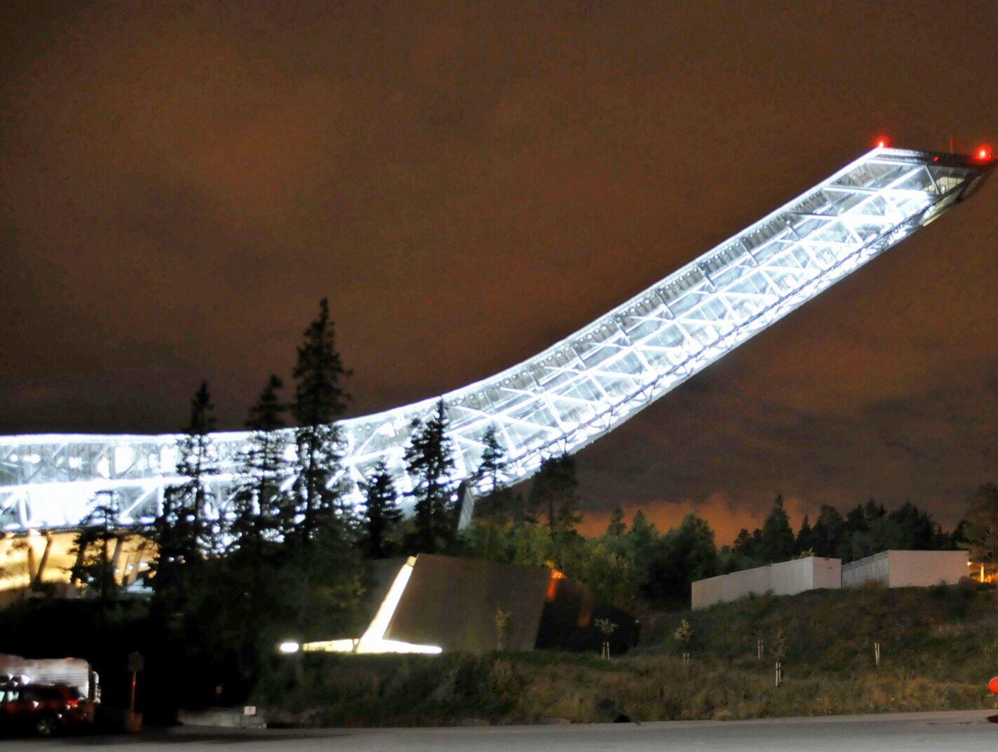 SKAL BLI GRØNN: Holmenkollbakken vil bli opplyst i grønnfarge fra klokken 1600 fredag ettermiddag for å markere at Paris-avtalen trer i kraft den dagen.