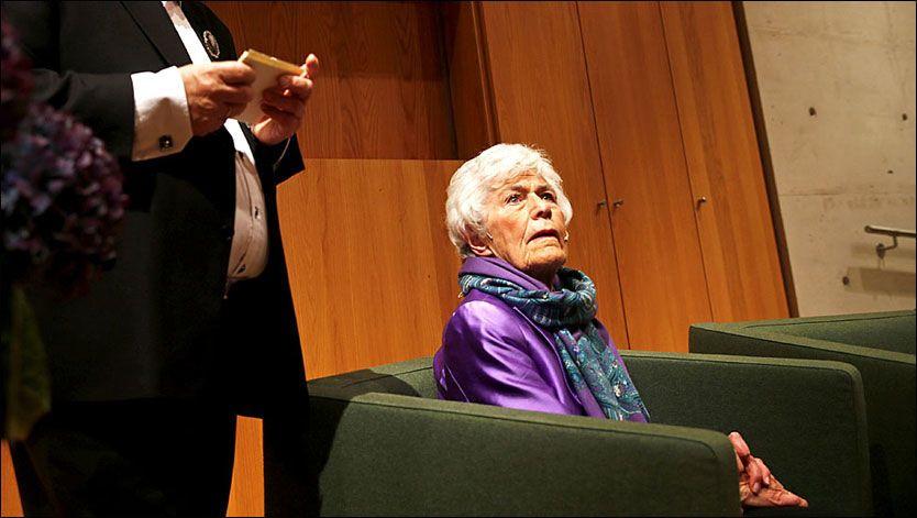 NY BOK: Ingrid Espelid Hovig deler minner fra livet sitt. Her sammen med forfatter Ingar Sletten Kolloen som har skrevet biografien om henne. FOTO: MATTIS SANDBLAD/VG