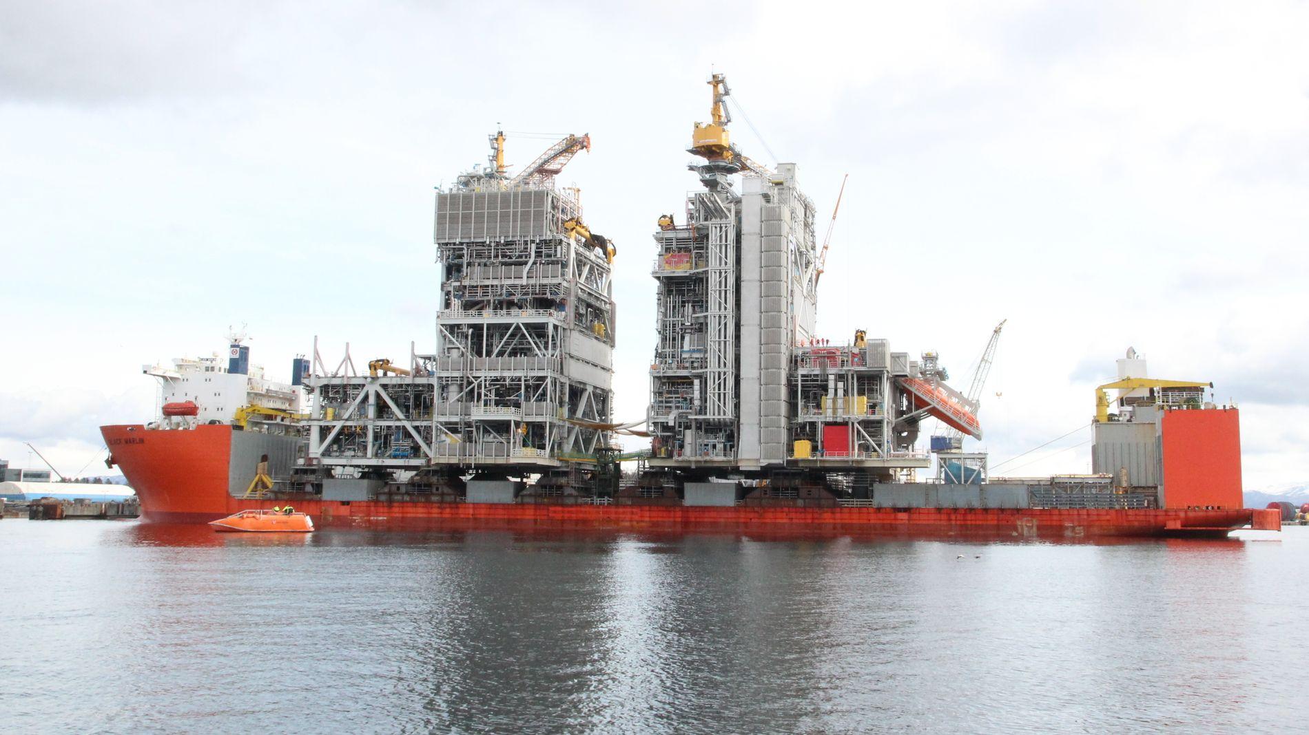 VENTER OPPGANG: Etter tøffe år kan norske oljeleverandører vente seg økte investeringer internasjonalt, spår Rystad Energy i en fersk rapport. De siste årene har bransjen lent seg på den robuste aktiviteten i det norske hjemmemarkedet. Dette er prosess- og utstyrsmodulen til Martin Linge-plattformen ved WorleyParsons Rosenberg Verft i Stavanger.