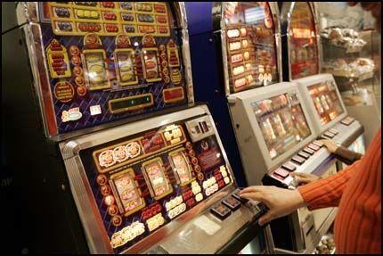 FORBUDT: Selv om det er 18 års aldresgrense er det veldig sjelden at barn blir nektet å spille på automater. Foto: SCANPIX