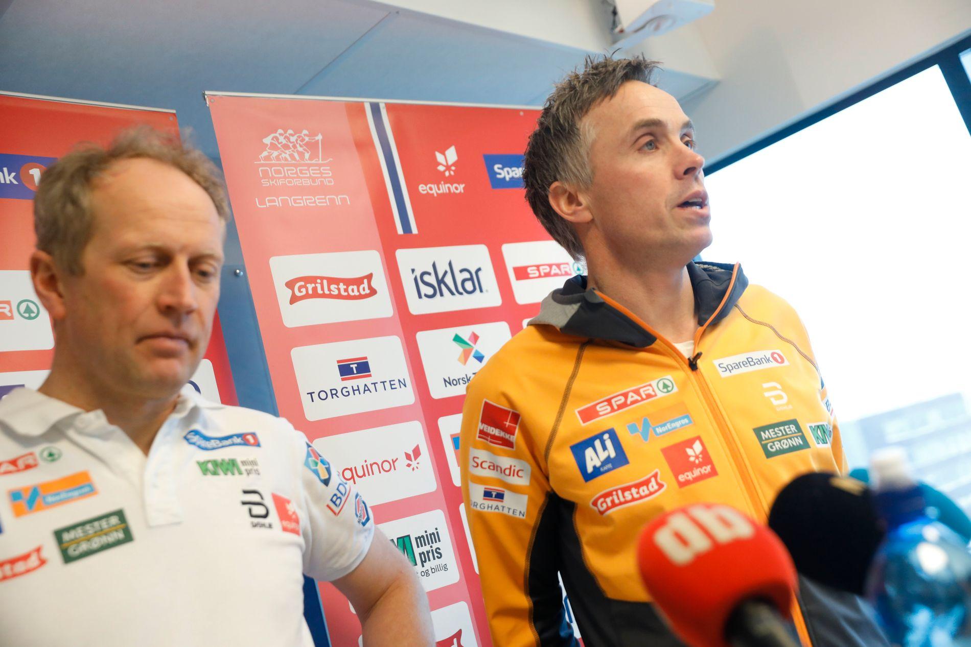 SLUTTER: Landslagssjef Vidar Løfshus og langrennssjef Espen Bjervig på onsdagens pressekonferansen hos Norges Skiforbund på Ullevål.