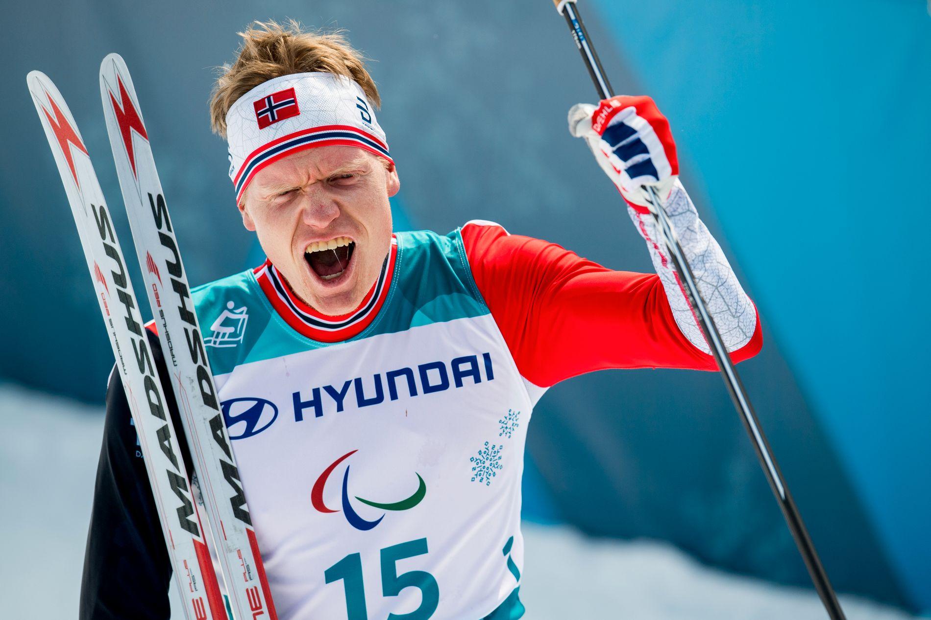 JUBLER: Håkon Olsrud jubler for bronsemedalje i Pyeongchang.