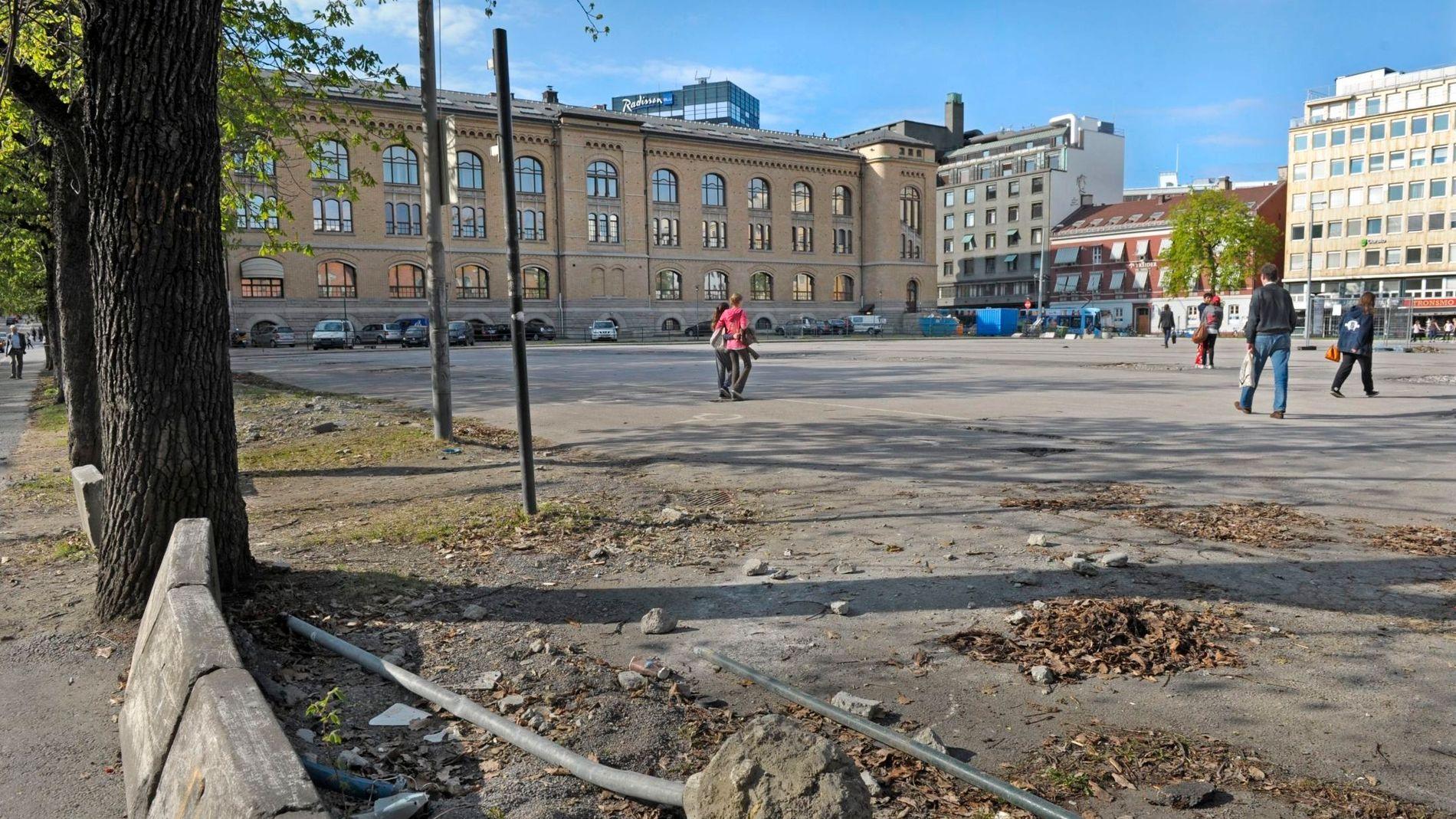 REKKEFØLGEKRAV: Entra måtte betale for sykkelvei og trikkespor da de skulle bygge juridisk fakultet på Tullinløkka. Det ville ikke Oslo tingrett ha noe av. På bildet Tullinløkka i 2011.
