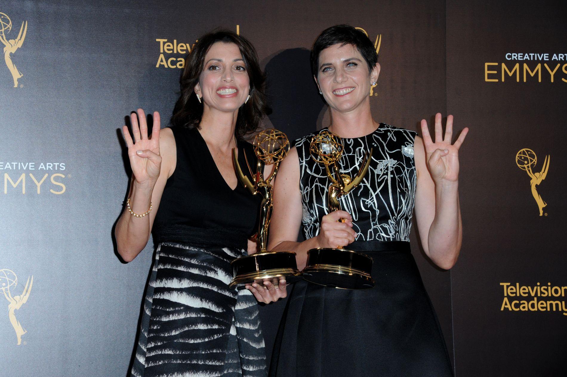 EMMY-VINNERE: Laura Ricciardi (t.v.) og Moira Demos har laget en ny sesong av «Making a Murderer».