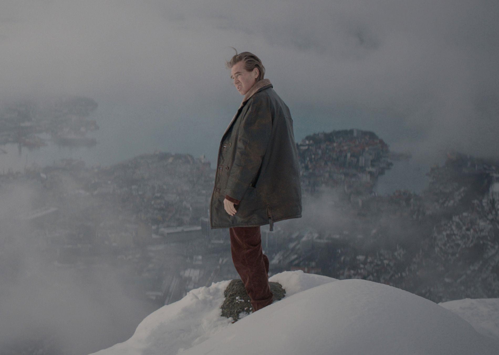 PÅ ULRIKENS TOPP: Val Kilmer i rollen som Gert Rafto i «Snømannen»