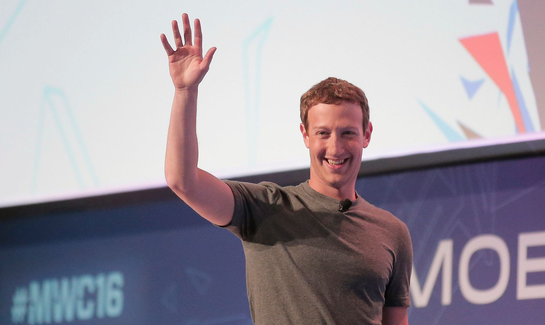 ØKTE FORMUEN: All grunn til å smile for Facebook-grunnlegger Mark Zuckerberg, som økte formuen sin i år, i motsetning til flere av de andre på listen over verdens tyve rikeste.