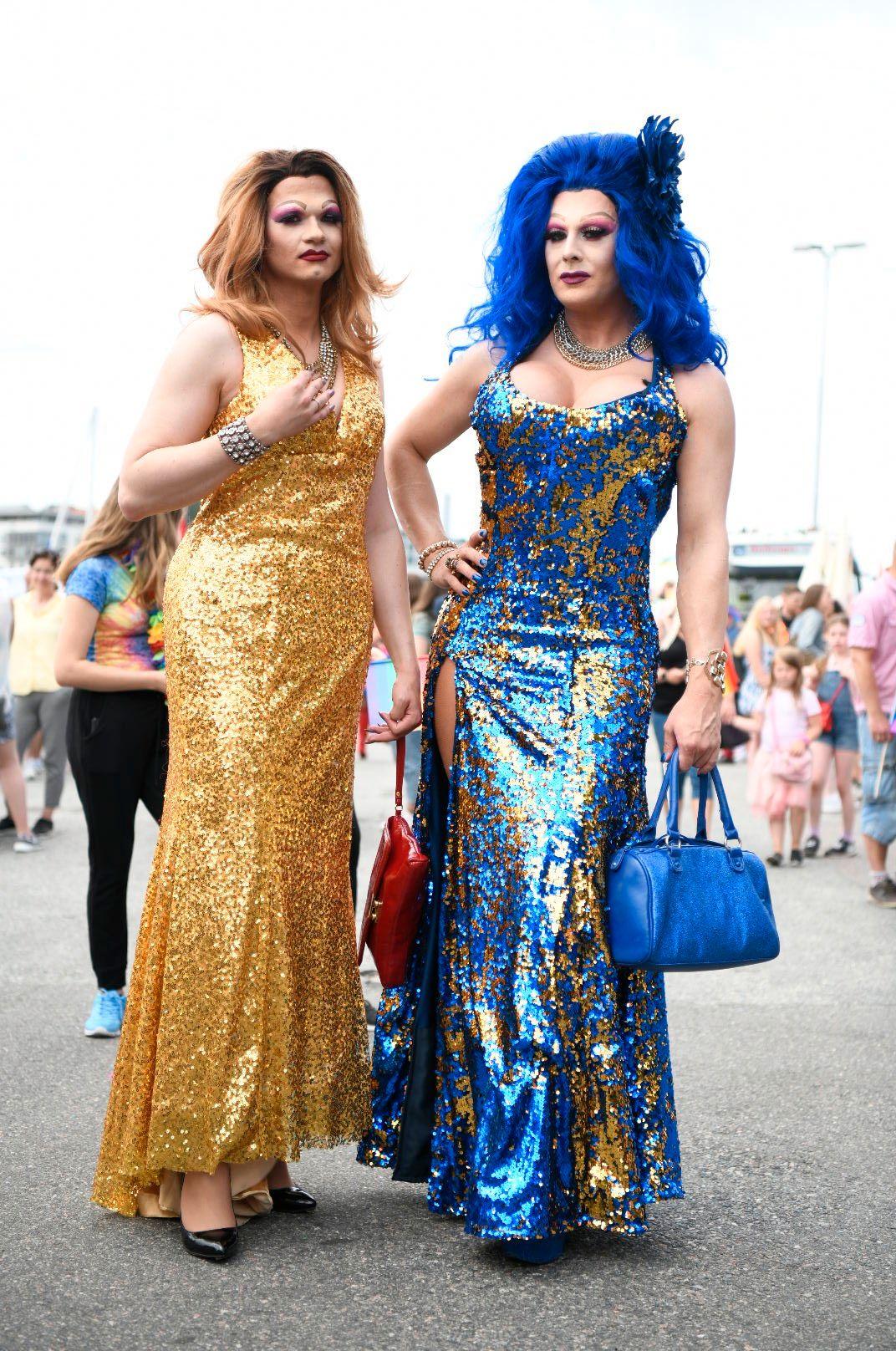 PRIDE-PARADEN: Frida Fis (eller Christian Haugen, som han heter til vanlig) og kompisen Kheztity (Jostein) klare for Pride-paraden i Bergen.