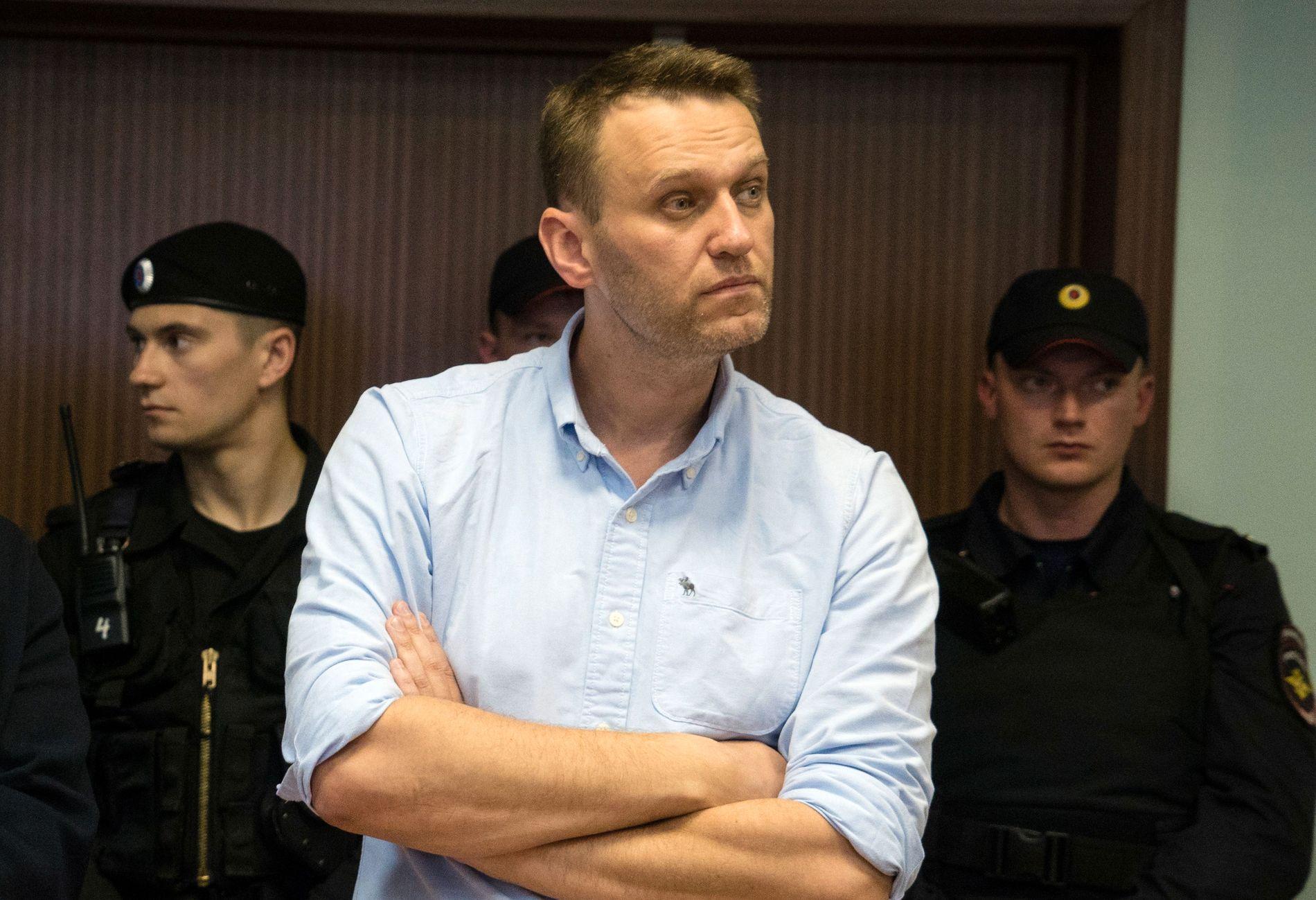I RETTEN: Bildet er fra da Aleksej Navalnyj møtte i retten i juni. Nå skal han være pågrepet igjen.