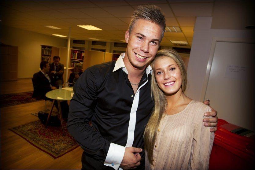 GLAD FOR NY KLUBB: Marcus Pedersen sammen med kjæresten Karoline Randsted (17), etter at avtalen med Vitesse gikk i orden sent tirsdag kveld. Foto: Mattis Sandblad, VG