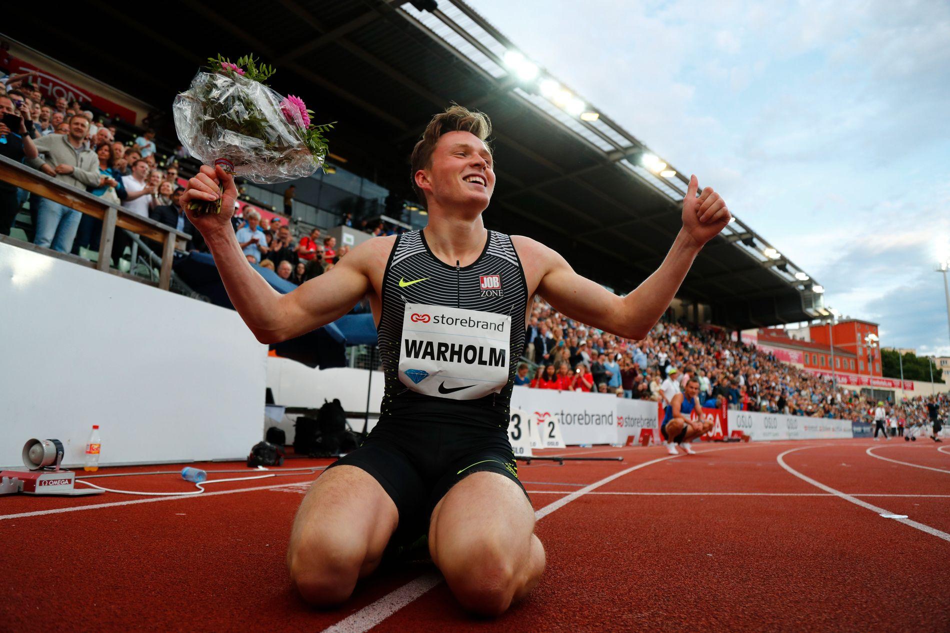 SLO REGJERENDE OLYMPISK MESTER: Karsten Warholm sto løpet helt til mål og vant 400 meter hekk på Bislett. Han satte samtidig norsk rekord. Etterpå var han helt utladet.
