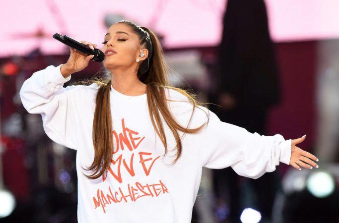 TÅREVÅT OPPTREDEN: Ariana Grande opptrer på Old Trafford 4. juni.