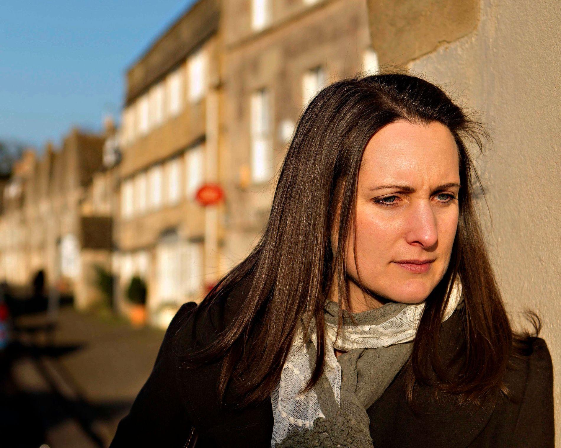 POPULÆR: Katherine Webb er en av de mest populære forfatterne i Norge. Nå får god omtale for sin ferske bok «Den engelske piken». Her er hun i sentrum av Corsham i England der hun bor.
