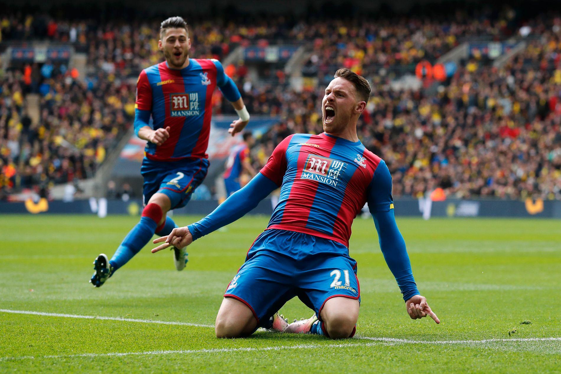 2-1: Connor Wickham jublet for sin scoring på Wembley.