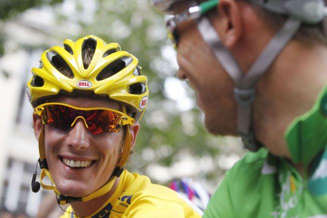 STØTTER HUSHOVD: Andy Schleck smiler til Thor Hushovd under Tour de France i 2010.