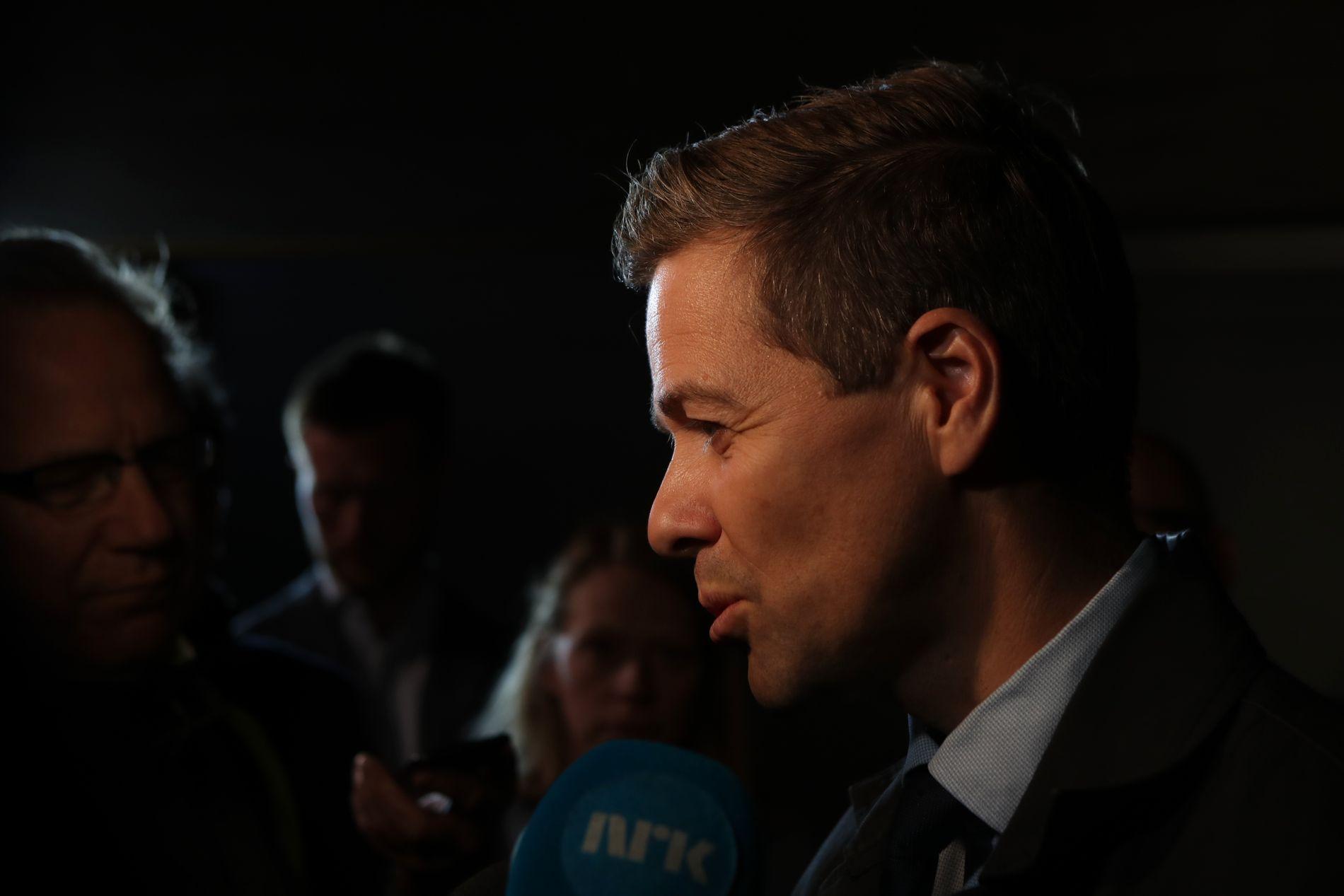 KLAR FOR NY RUNDE: Knut Arild Hareide (KrF) blir med videre i forhandlinger, avklarte han etter møtet med de andre borgerlige partilederne torsdag kveld.