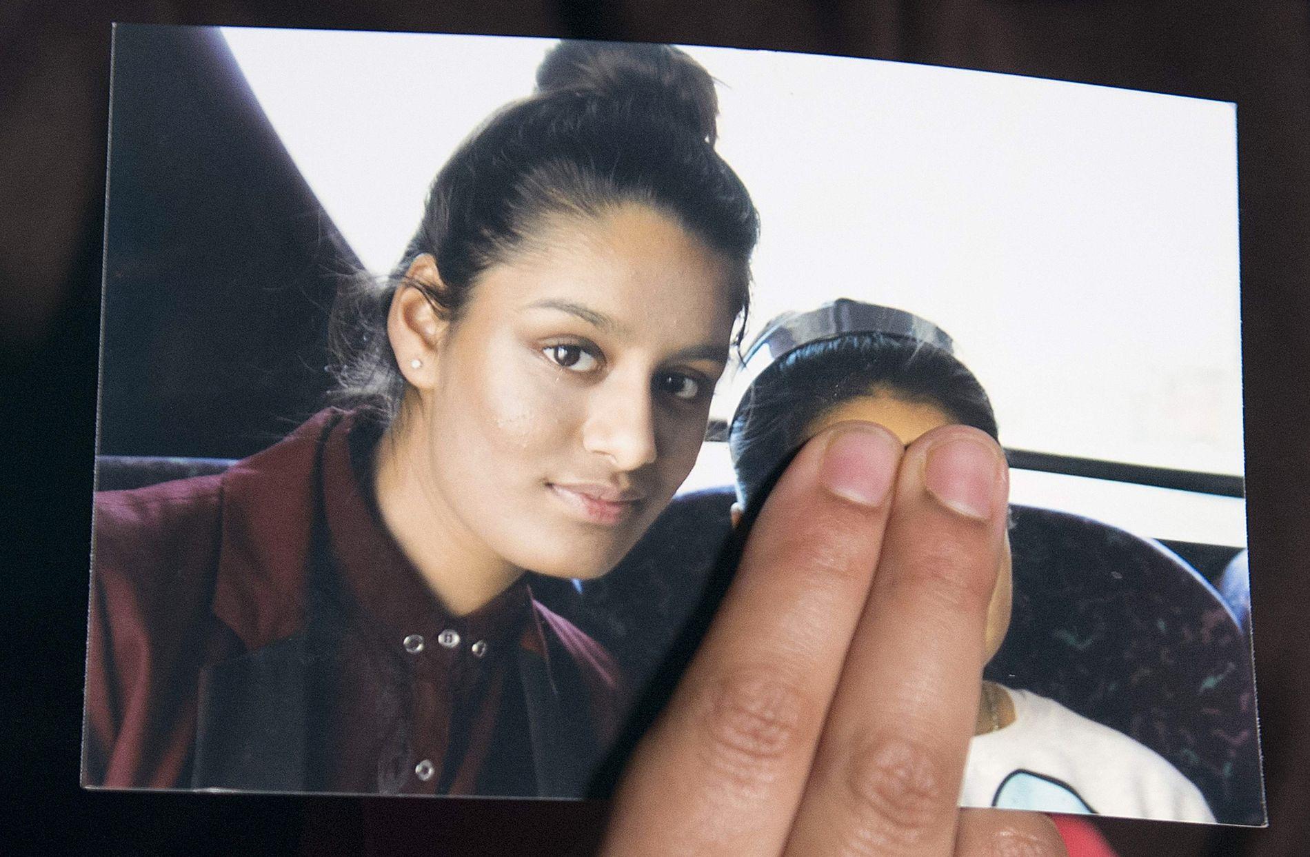 REISER: Shamima Begum ble sist sett på Gatwick-flyplassen i London i 2015. Nylig ble hun sporet opp i Syria.