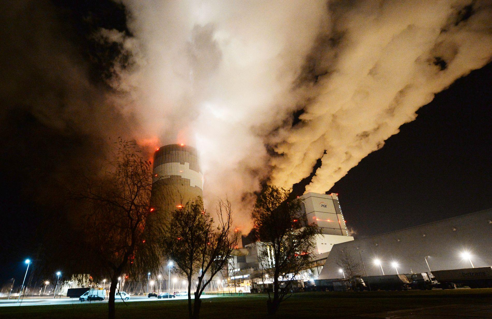 Røyk og damp stiger opp fra Europas største brunkull-kraftverk i Betchatow i Polen. Noen mil unna ligger Katowice, hvor klimaforhandlere fra hele verden forsøker å bli enige om et nytt regelverk for iverksettelsen av Parisavtalen.