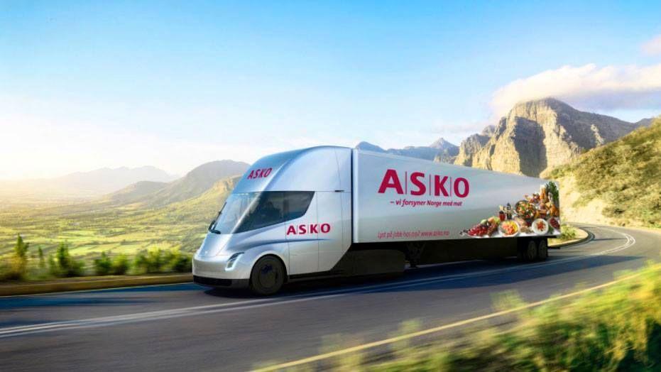 KJØPER: Tesla har solgt sine første lastebiler i Norge–Asko kjøper ti Tesla Semi.