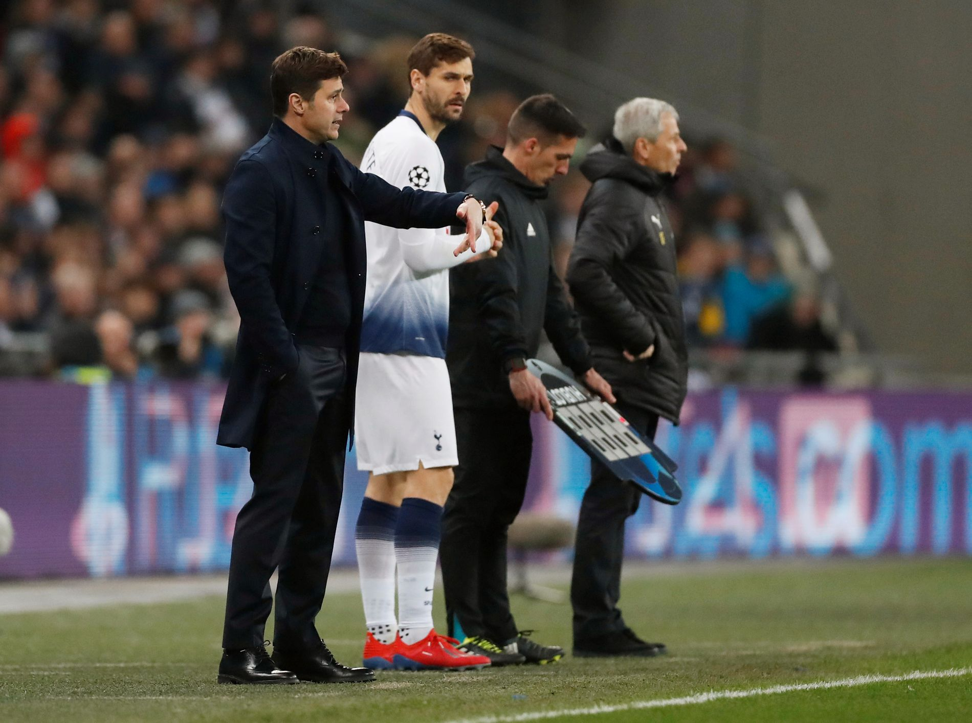 TAKTISK FULLTREFFER: Mauricio Pochettino traff med det meste han gjorde med Tottenham-laget onsdag kveld. Her setter han inn Fernando Llorente i sluttminuttene. Det ble scoring på spanjolen.
