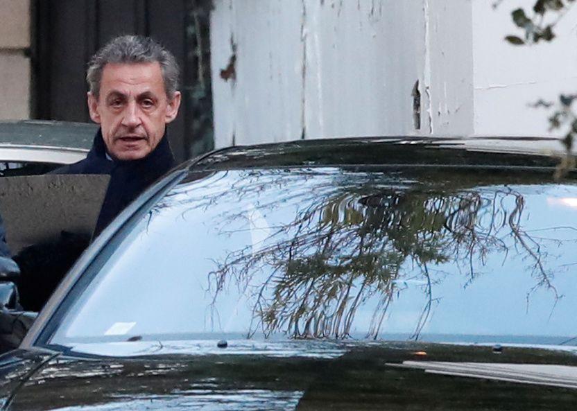AVHØR: I to døgn allerede har eks-president Nicolas Sarkozy vært i avhør i Nanterre, en forstad av Paris.