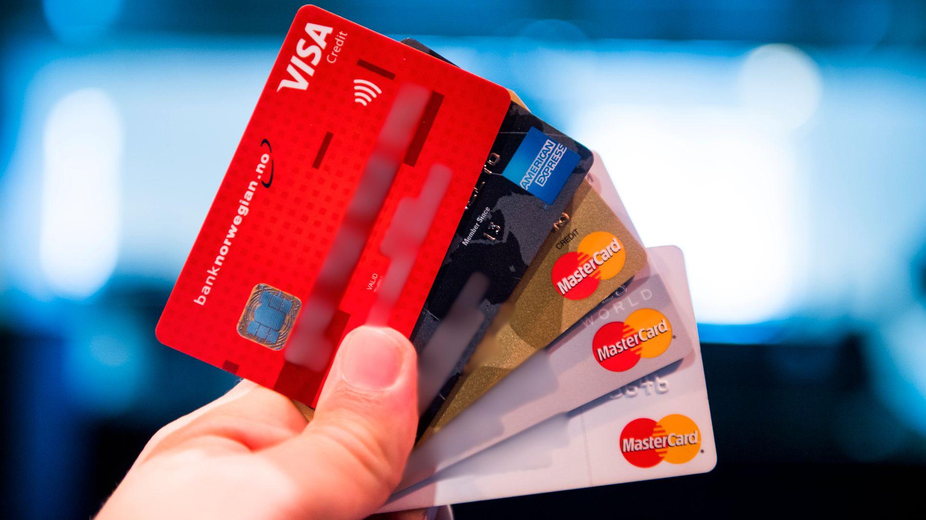 GJELD: Mange av oss handler på kreditt. Nordmenns utestående gjeld har økt det siste året.