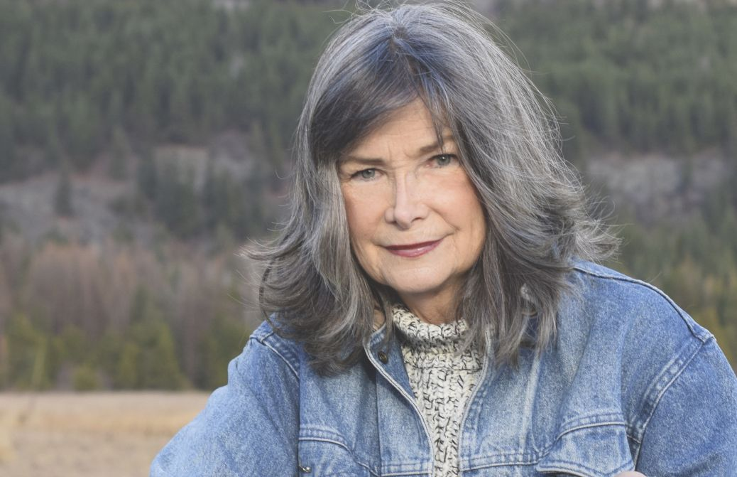 MILLIONSUKSESS: Delia Owens er villmarksbiologen som ble bestselgerforfatter etter at hun romandebuterte som 69-åring med  «Derkrepsenesynger».