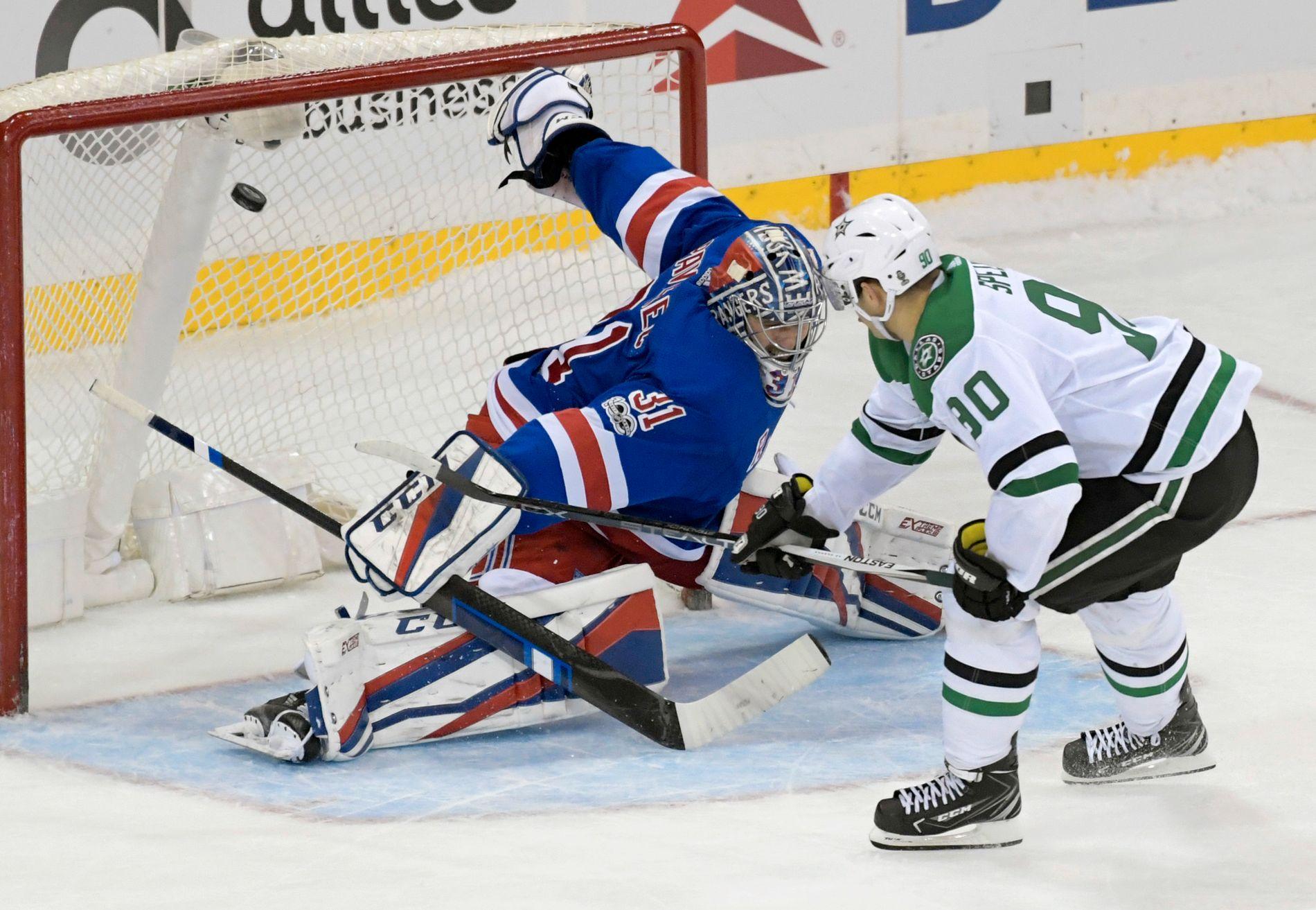 VINNERMÅLET: Dallas Stars' Jason Spezza satte pucken i nettet bak New York Rangers-målvakt Ondrej Pavelec.