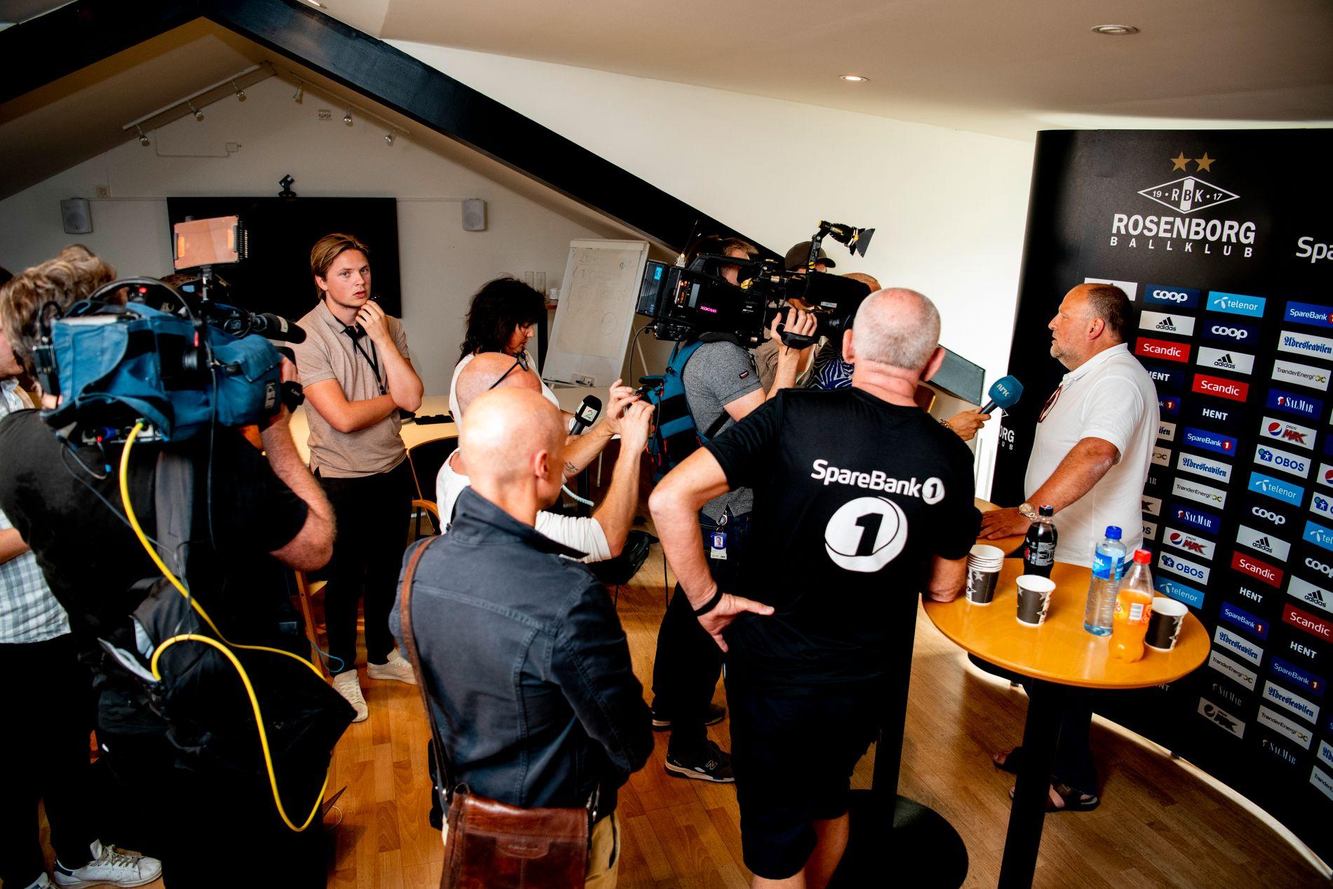 Ivar Koteng har fått en rekke kritiske spørsmål etter at Rosenborg sparket Kåre Ingebrigtsen og Erik Hoftun.