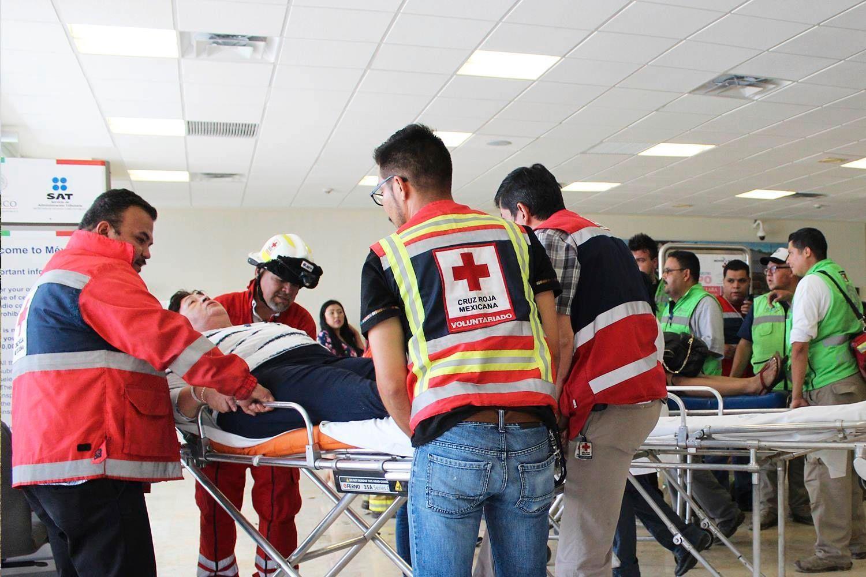 Skadde pasienter blir tatt hånd om av Røde Kors i Durango, nord i Mexico.
