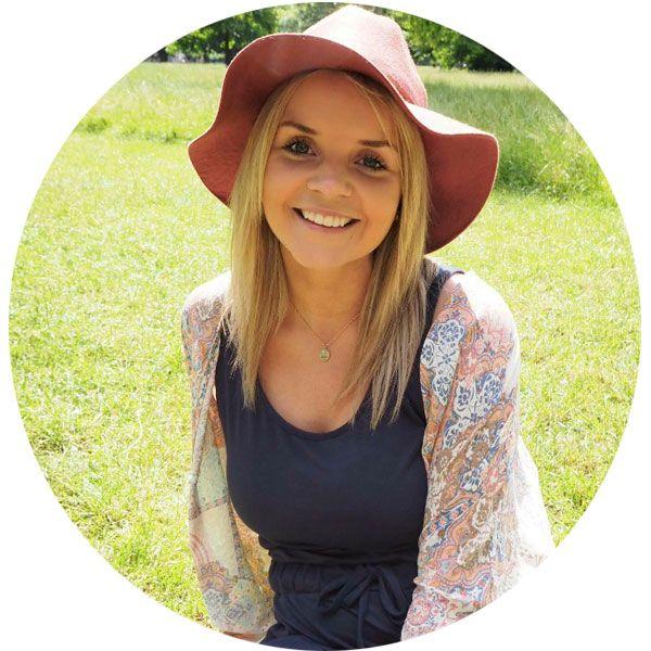 GJORDE HELOMVENDING: Inger Lund (27) angrer ikke på at hun skiftet kurs. To uker før skoleslutt fikk hun jobb som reiselivskonsulent i DFDS Seaways.