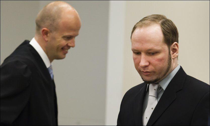 b1bc9f2c HISSIG TONE: Ordvekslingene mellom massemorderen Anders Behring Breivik og  aktor Svein Holden har blitt stadig mer opphetede. Mens aktor holdet hodet  kaldt, ...