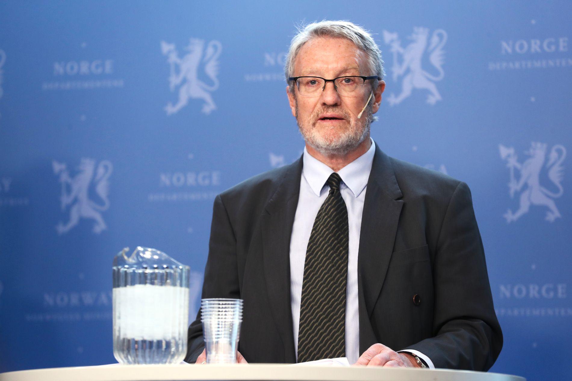 LEDER GRANSKING: Rune Fjeld ledet pressekonferansen og er leder for granskingsgruppen.