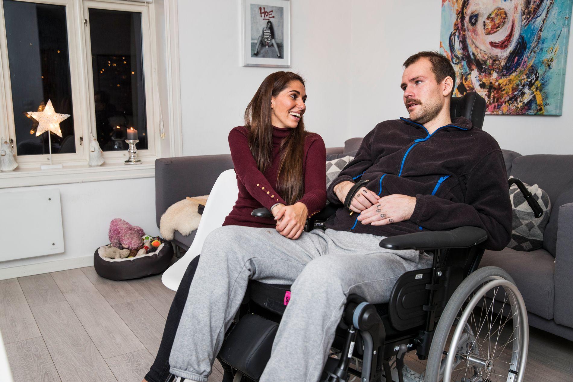 – MAN MÅ ALDRI GI OPP: Michael Turlid Nuth nekter å miste motet etter han ble lam i en motorsykkelulykke. Sammen med forloveden Jeanin Mathiesen kjemper han seg tilbake til hverdagen.