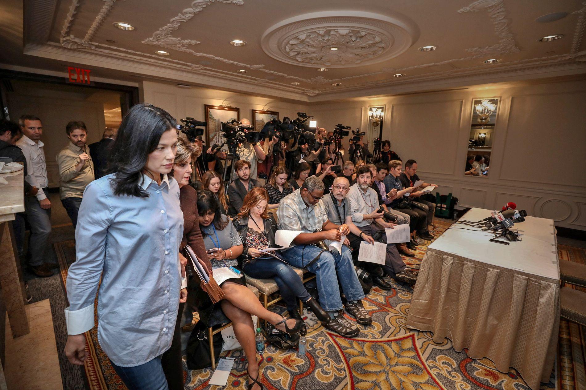 FORTALTE OM OVERGREP: Natassia Malthe holdt pressekonferanse onsdag kveld, norsk tid, i luksushotellet Lotte New York Palace Hotel.